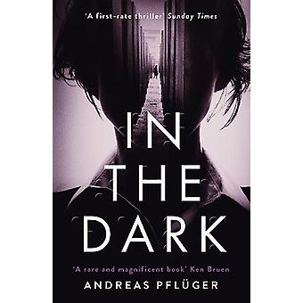 En la oscuridad por Andreas Pfluger - libro 9781786690944