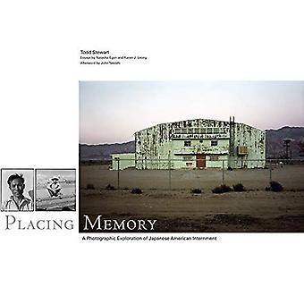 Utsläppande minne: En fotografisk utforskning av japanska amerikanska interneringsläger (Charles M. Russell Center serien om konst och fotografi av den amerikanska västern)