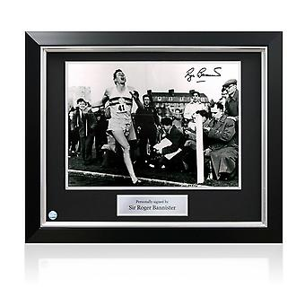 Roger Bannister signiert Foto: First Under 4 Minute Mile. Deluxe Rahmen