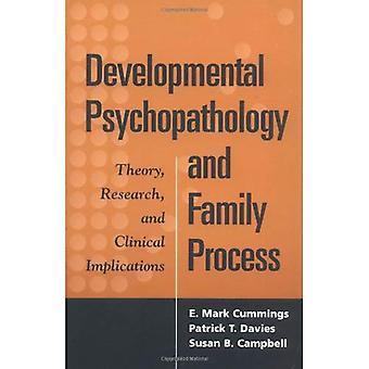 Developmental Psychopathology et processus familiaux: théorie, recherche et Implications cliniques