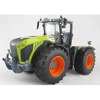 Britains  Class Xerion 5000 Tractor 1:32  43246