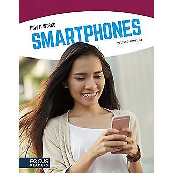 Smartphones door Lisa J Amstutz - 9781635172362 boek