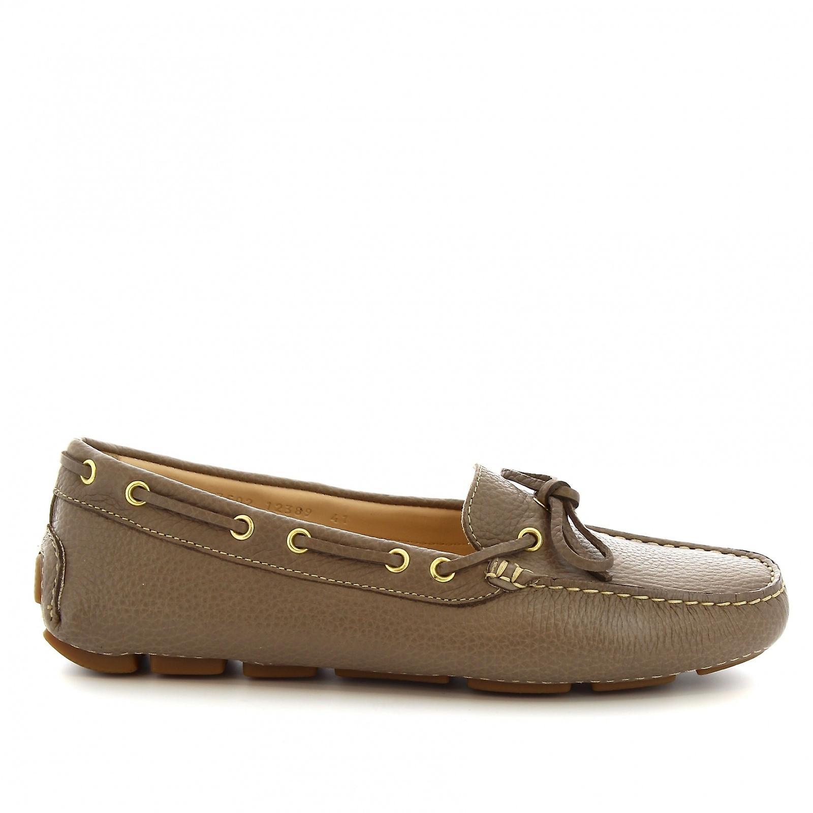 Leonardo Shoes women's handmade slip-on boat mocassins in gray calf leather