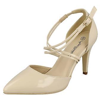 Las señoras Anne Michelle señaló zapatos de corte