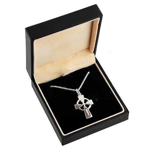 23x16mm Hand gravierte Knoten Muster Keltisches Kreuz mit einem Bordstein Kette 24 Zoll Silber