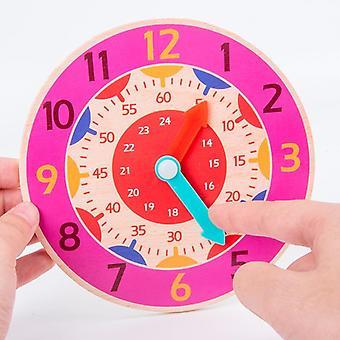 الأطفال في مرحلة مبكرة من التعليم ساعة خشبية