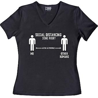 Social afstandtagen gjort rigtigt (andre mennesker) V-Neck Black Women's T-shirt