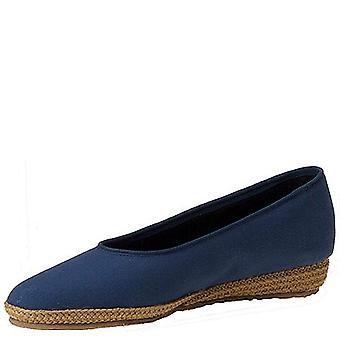 Beacon Womens Pheonix Fabric Closed Toe Casual Platform Sandals