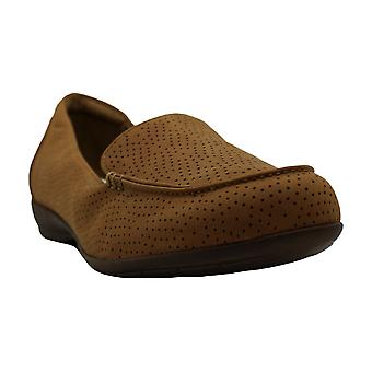Natural Soul Womens Ginessa Leather Closed Toe Loafers