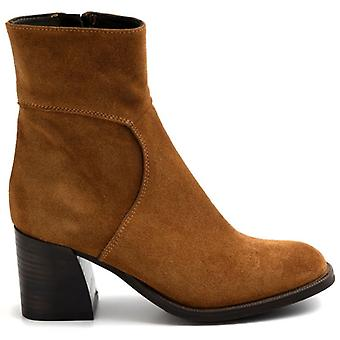 Zoe Leeds Ankle Boot In Suede Leather With Medium Heel