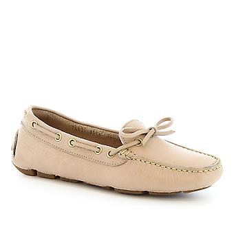 Leonardo Shoes Women's handmade slip-on boat mocassins in beige calf leather