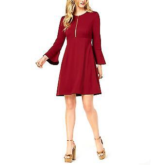 Zoe de Rachel Zoe | Bell Sleeve Fit + Robe Flare
