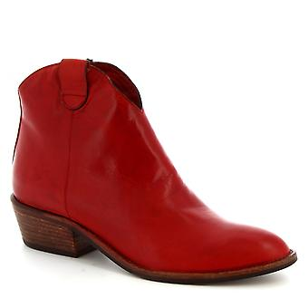 Leonardo Shoes Women's handmade pointed toe ankle boots in red calf leather