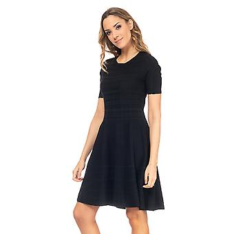 Point dress with flight and short sleeves