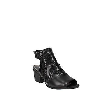 Baretraps | Ivalyn Block-Heel Booties