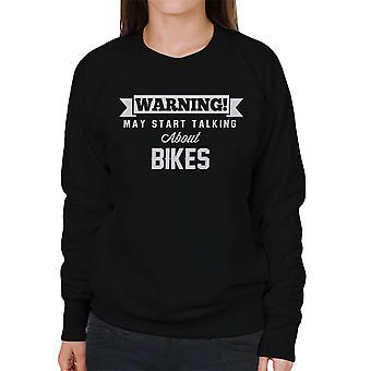 警告は、バイク女性のスウェットシャツについて話し始めるかもしれない