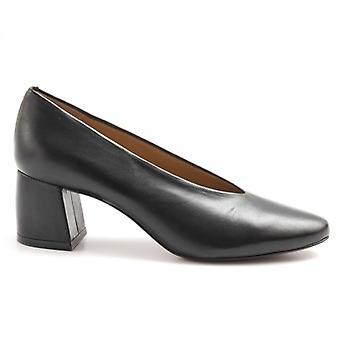 Audley Black Decolletè i mjukt läder med skön klack