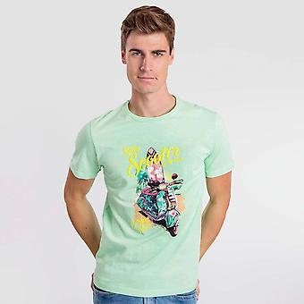 Pegue a camiseta verde