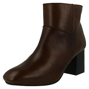 Ladies Leather Collection Mid Heel Ankle Boots F50656