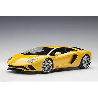 Lamborghini Aventador S Composite Model Car