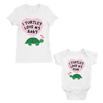 Turtley Love vauvan äiti äiti ja vauva vastaavat lahja t-paidat valkoinen