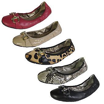 Me Too Womens Lore Ballet Flat Shoe