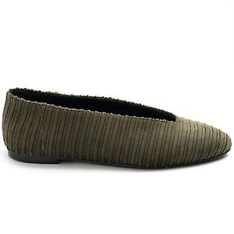 Flacher Schuh Ballerina Stoff Salbei mit Ausschnitt