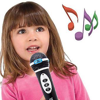 Baby mikrofon synger en sang musik.