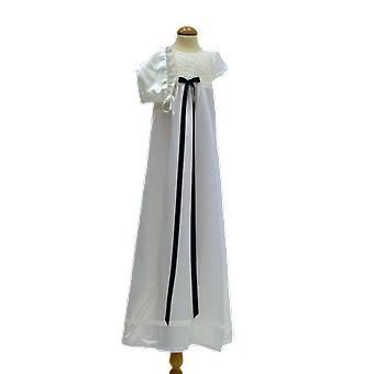 Doop jurk en Dophätta I gebroken wit satijn, donker blauwe rozet ma. ow.