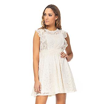 Lace dress and embroidery with ruffles