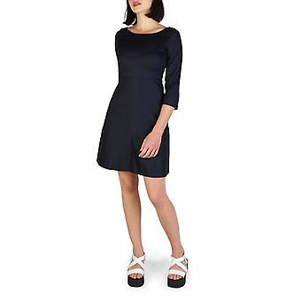 Woman 3/4 round neckline dress aj13943