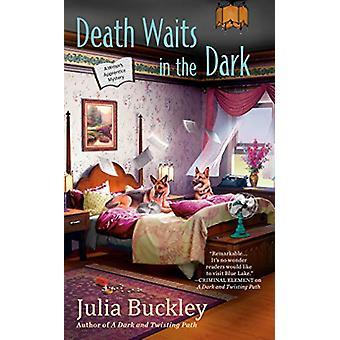 Death Waits In The Dark - A Writer's Apprentice Mystery #4 by Julia Bu
