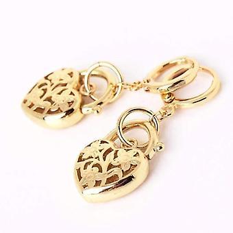 Boucles d'oreilles florales de charme de cadenas de coeur gravées