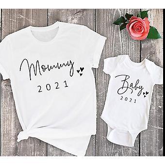 Äiti ja vauva vastaavat vaatteet perhe kesä t-paidat
