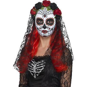 يوم من مقتل الآنسة قناع، كامل الوجه، والأحمر آند الأسود