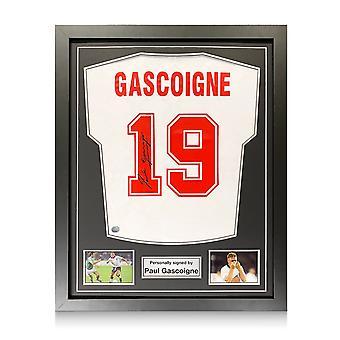 Paul Gascoigne allekirjoitti Englannin vuoden 1990 paidan. Vakiokehys