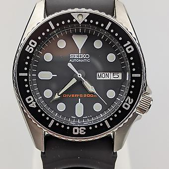 Pre-Owned Seiko Diver's 200m Automatic Stainless Steel Case Black Rubber Strap Men's Watch SKX013K1-P2