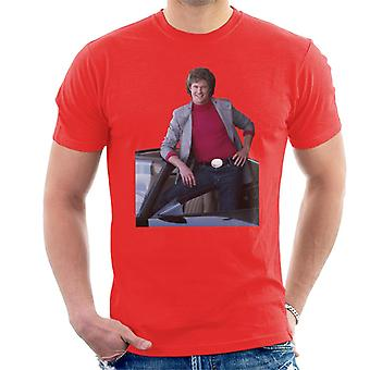 Knight Rider Michael Knight poserar i KITT Men's T-Shirt