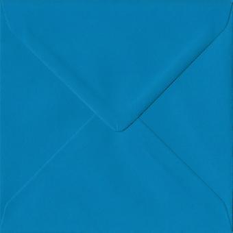 Ijsvogel blauw gegomd 130mm vierkante gekleurde blauwe enveloppen. 100gsm FSC duurzaam papier. 130 mm x 130 mm. bankier stijl envelop.