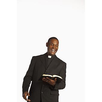 Mies yllään toimisto kaulus ja nauraa pitämällä avaa Raamattu Juliste Tulosta, jonka Ron nikkeli suunnitella kuvia