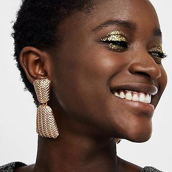 Large Earrings in gold with braided pattern