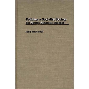 Policiando uma sociedade socialista República Democrática Alemã por Wolfe & Nancy Travis