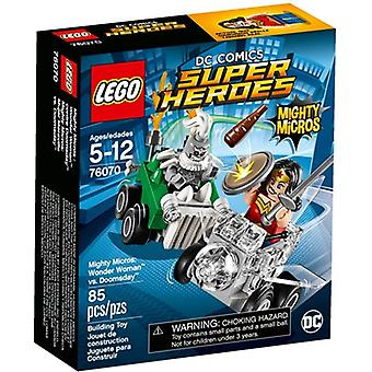 LEGO 76070 Micros puissants : Wonder Woman vs Doomsday
