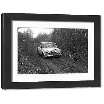 RAC Rally van 1968. Grote ingelijste foto. 15 NOVEMBER: N J Durnford /S A Davey, Mini Cooper tijdens.