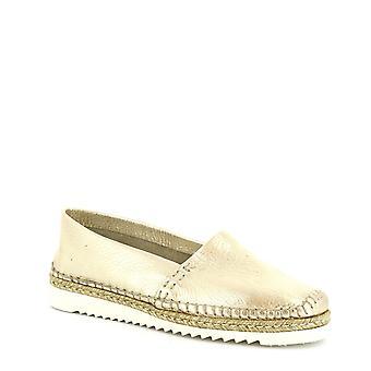 Leonardo skor kvinnors handgjorda slip-on loafers i pärlguld kalv läder