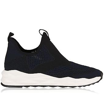 Shake Knit Stretch Sneakers