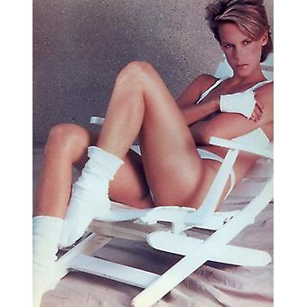 Jamie Lee Curtis Photo - Laying in a Lounge Chair (8 x 10)