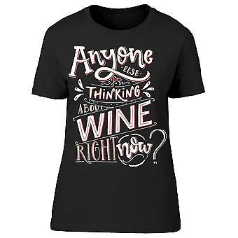 Någon annan funderar om vin Tee kvinnors-bild av Shutterstock