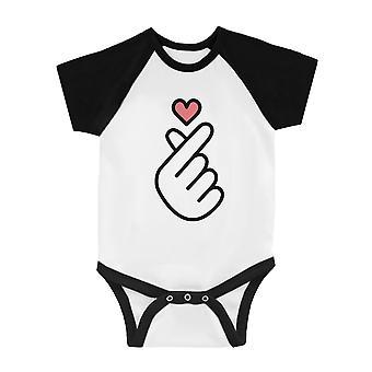 365 impresión de dedo corazón bebé masaje Bodysuit divertido gráfico Raglan Mono