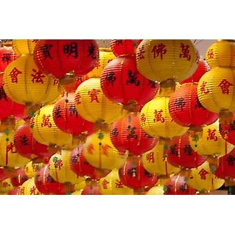 Rote und gelbe Lampions aufgehängt für neue Jahre Kek Lok Si-Tempel Insel von Penang Malaysia Poster Print von Cindy Miller Hopkins
